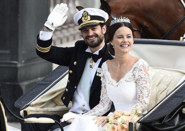 Le prince suédois Carl Phillip avec sa fiancée