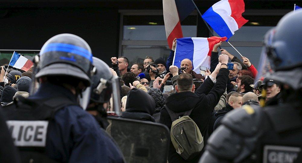 les français manifestant contre la migration