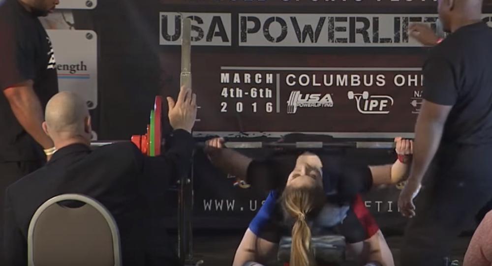 La plus forte fille du monde bat un nouveau record sputnik france - Record du monde developpe couche ...