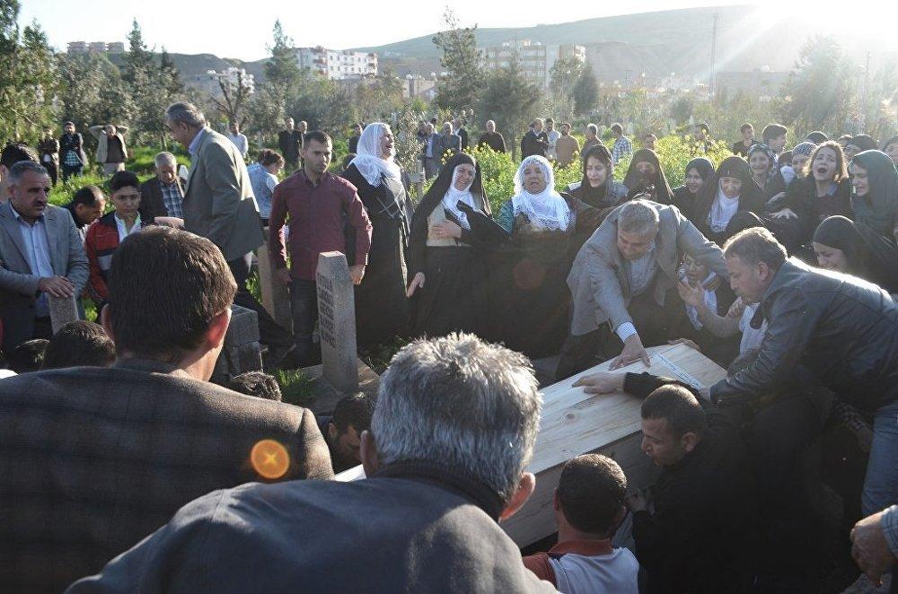 Des funérailles au quotidien pour les habitants de Cizre