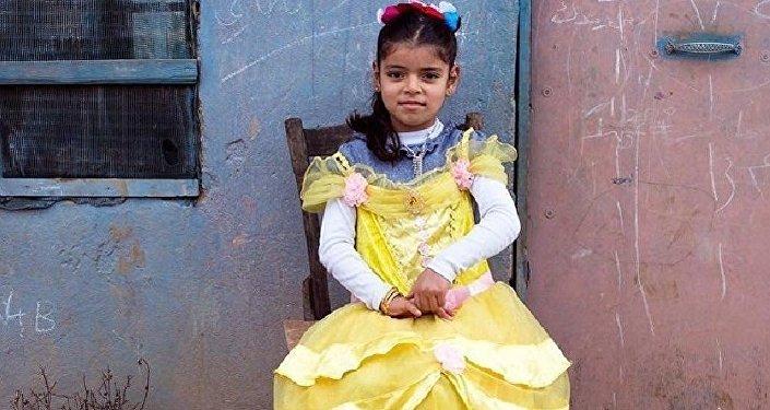Un artiste syrien déguise des petites réfugiées syriennes en princesses Disney