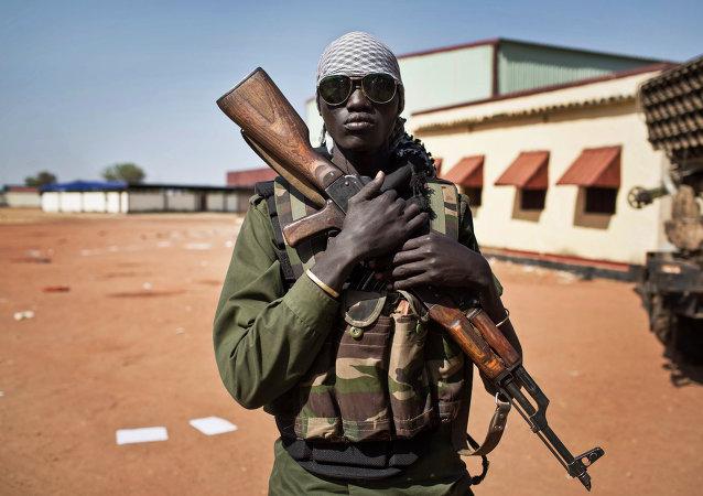 Un soldat sud-soudanais