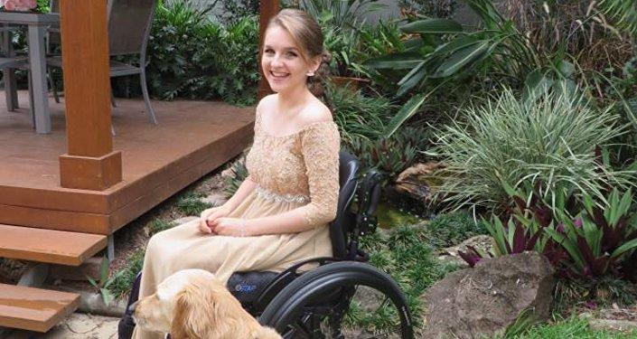 Une jeune australienne handicapée et sa chienne Lacey