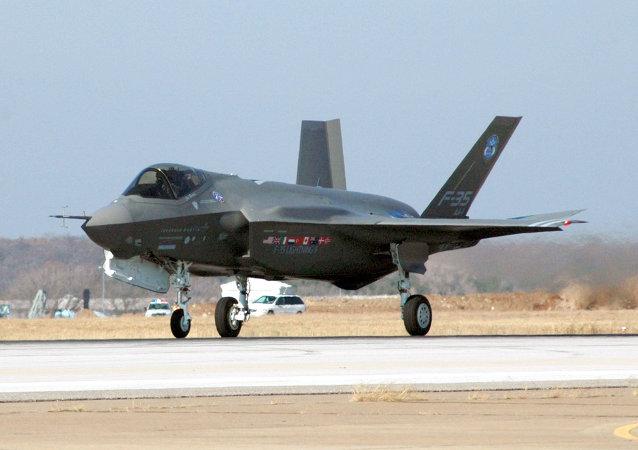 Un chasseur-bombardier américain F-35