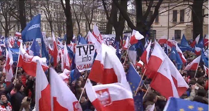 Plus de 50.000 Polonais manifestent contre leur gouvernement