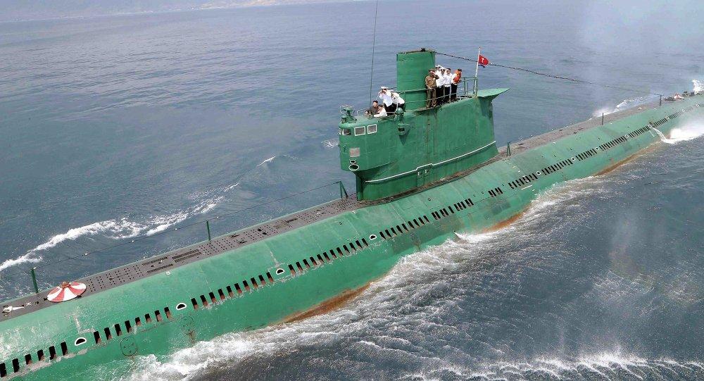Le dirigeant nord-coréen Kim Jong-un à bord d'un sous-marin