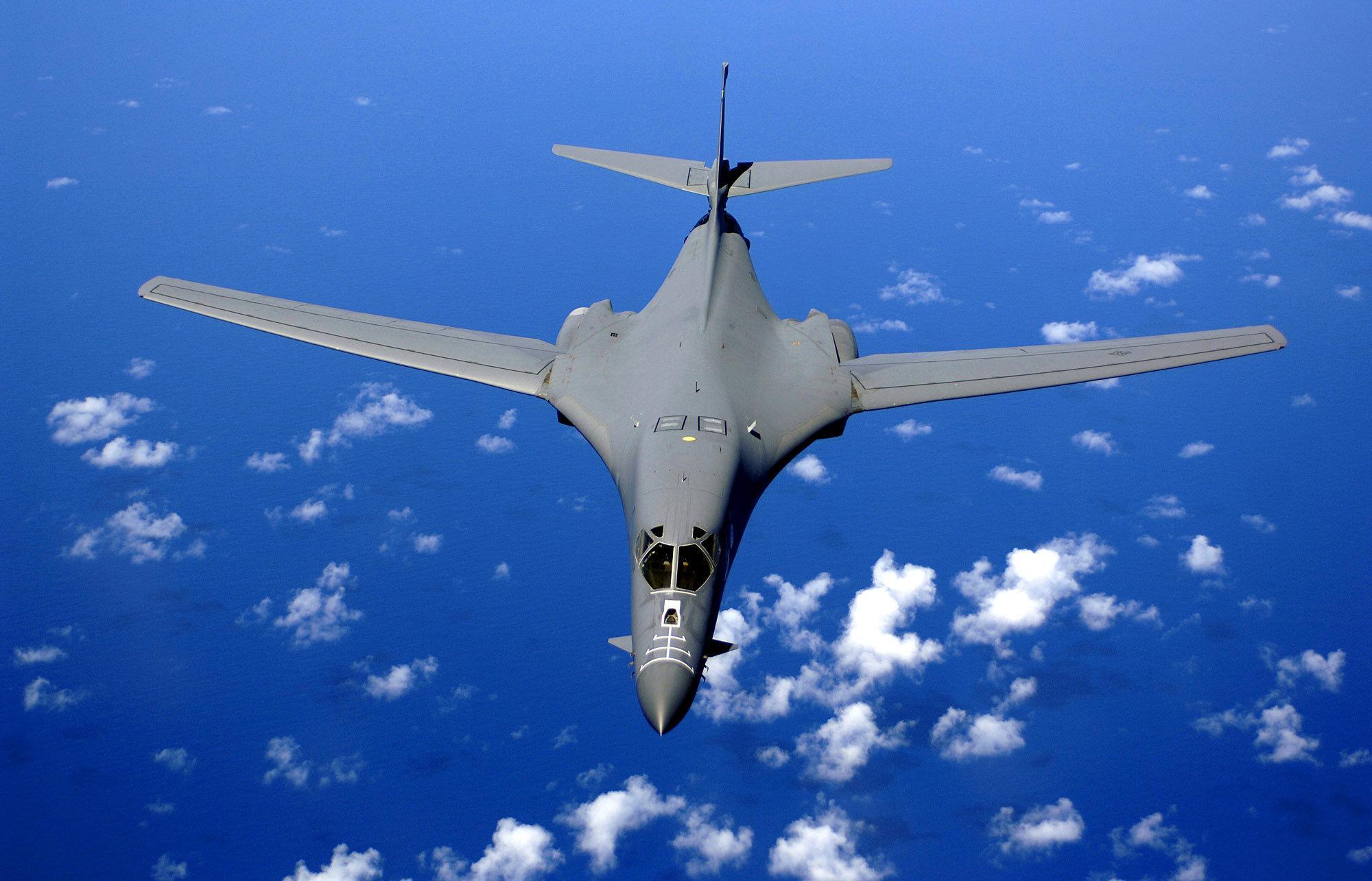 Un B-1B au-dessus de l'océan Pacifique