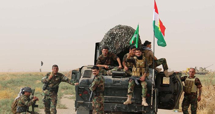 Peshmerga μαχητές του κουρδικού ενόπλων δυνάμεων από το Ιράκ