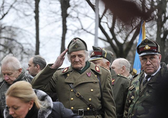 A Riga, la marche des légionnaires SS prend de l'ampleur