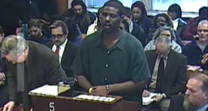 Un accusé chante une chanson d'Adele devant un tribunal américain