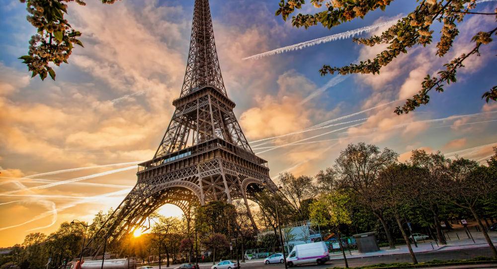 Que cache en r alit l 39 vacuation de la tour eiffel sputnik france - L eclat de verre paris ...