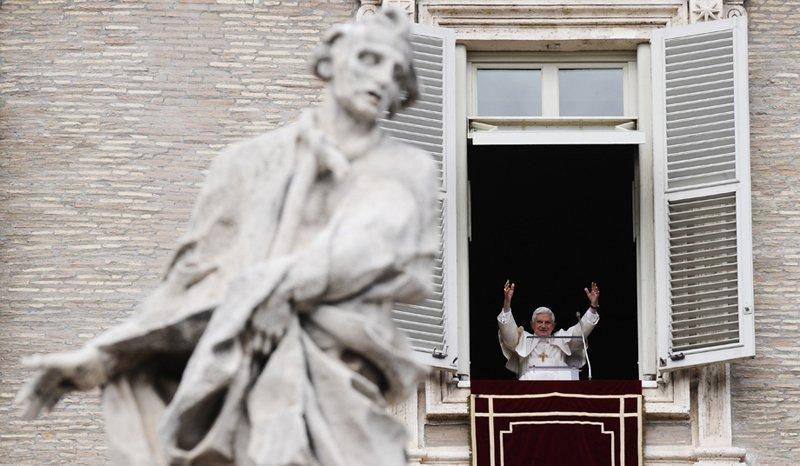 Aujourd'hui, le rôle du Vatican dans la politique internationale et son influence dans le monde sont déterminés par un grand nombre de catholiques, plus d'un milliard de personnes. Le clergé catholique est composé d'environ 2 000 ordres religieux, dont les plus importants sont les Jésuites, les Franciscains, les Salésiens, les Capucins, les Bénédictins, et les Dominicains.