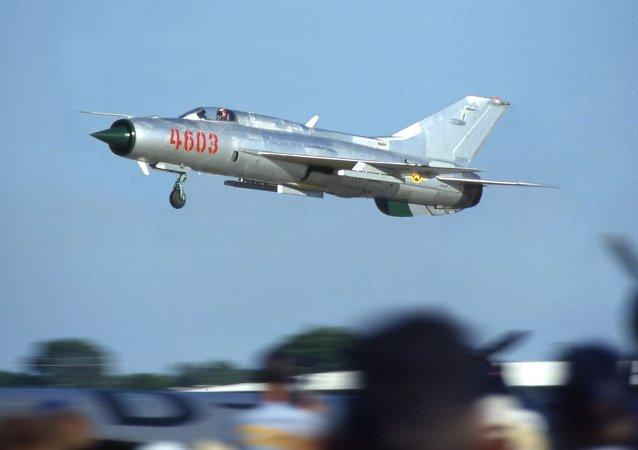 Un chasseur d'attaque au sol MiG-21