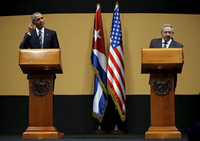 Raul Castro, président du Conseil d'État et du Conseil des ministres de Cuba, était lundi soir aux côtés du président américain Barack Obama pour une conférence de presse conjointe.