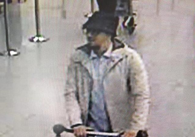 La police belge publie la photo d'un auteur présumé des attentats