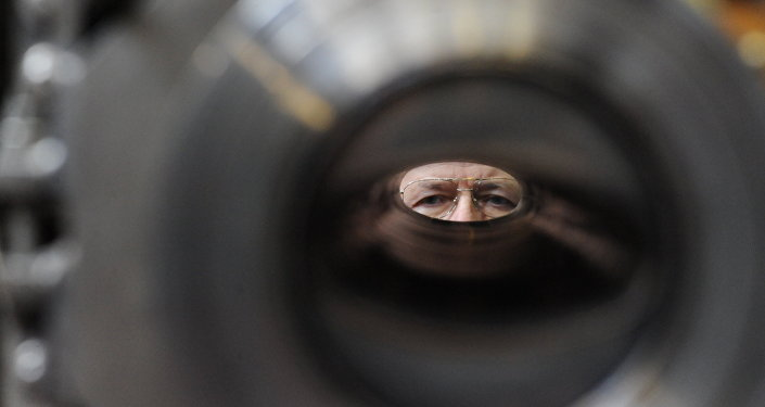Contrôle de l'aimant de l'accélérateur Nuclotron-M dans le laboratoire de physique des hautes énergies à l'Institut unifié de recherches nucléaires. Archives