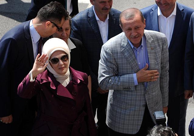 Le président turc Recep Tayyip Erdogan et son épouse