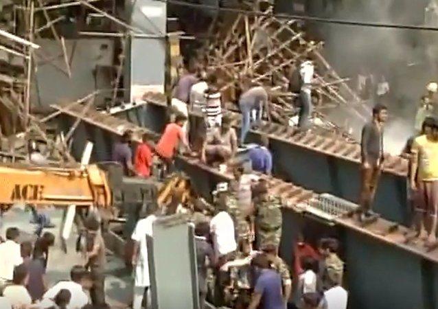 Inde: un autopont s'effondre à Calcutta, des victimes