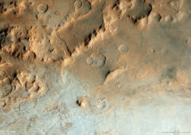 Une partie du bassin d'impact Hellas Planitia, sur Mars