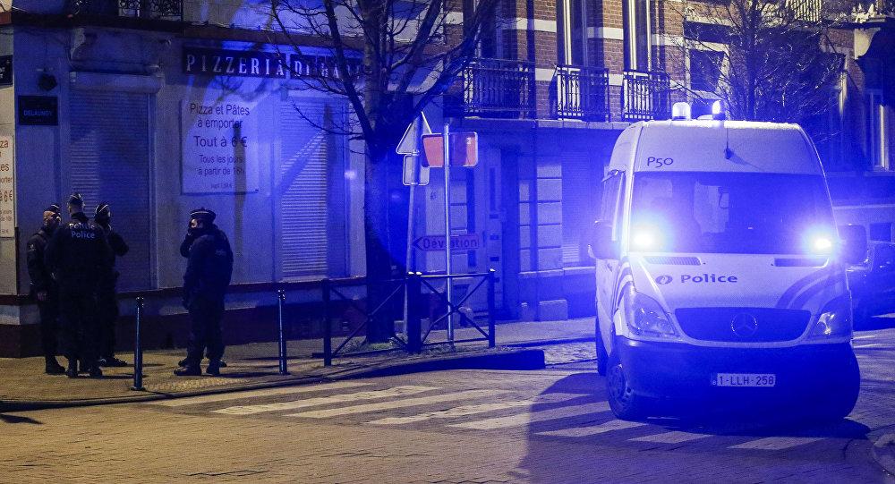 La police belge, recherche de musulmans liés aux attentats meurtriers à Paris
