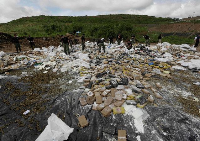 Cocaïne pour être brûlé à la périphérie de la ville de Panama