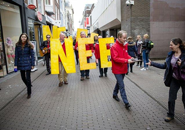 Les manifestants appellent à un vote «NON» dans le prochain UE-Ukraine référendum