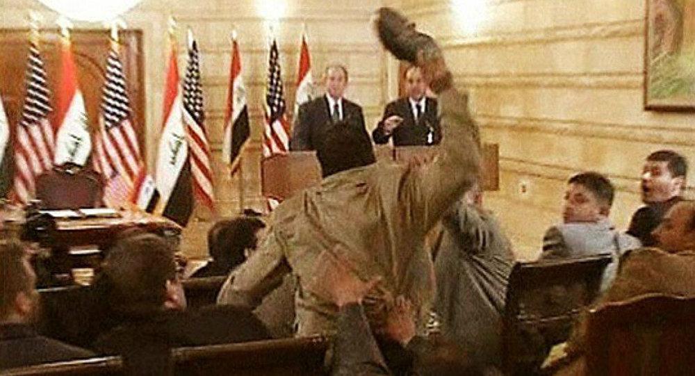 """Résultat de recherche d'images pour """"muntadhar al zaidi bush"""""""