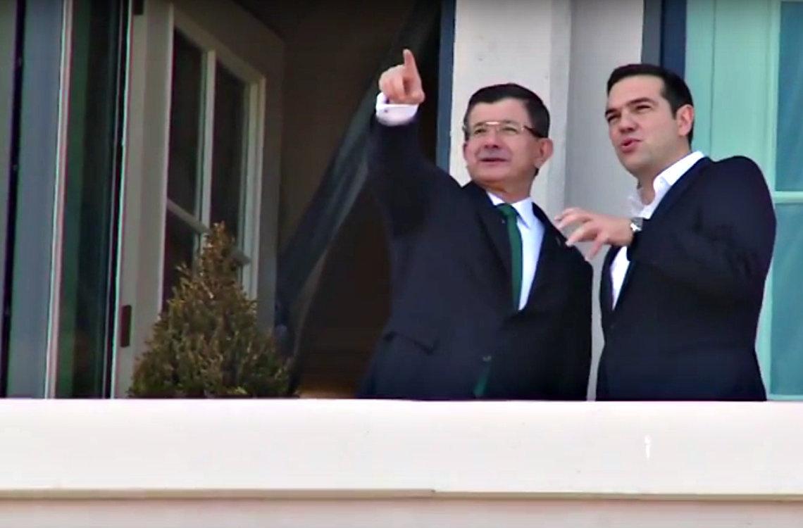 Les premiers ministres grec et turc, Tsipras et Davutoglu