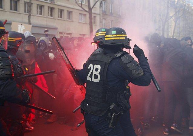 Les Français manifestent contre la loi Travail