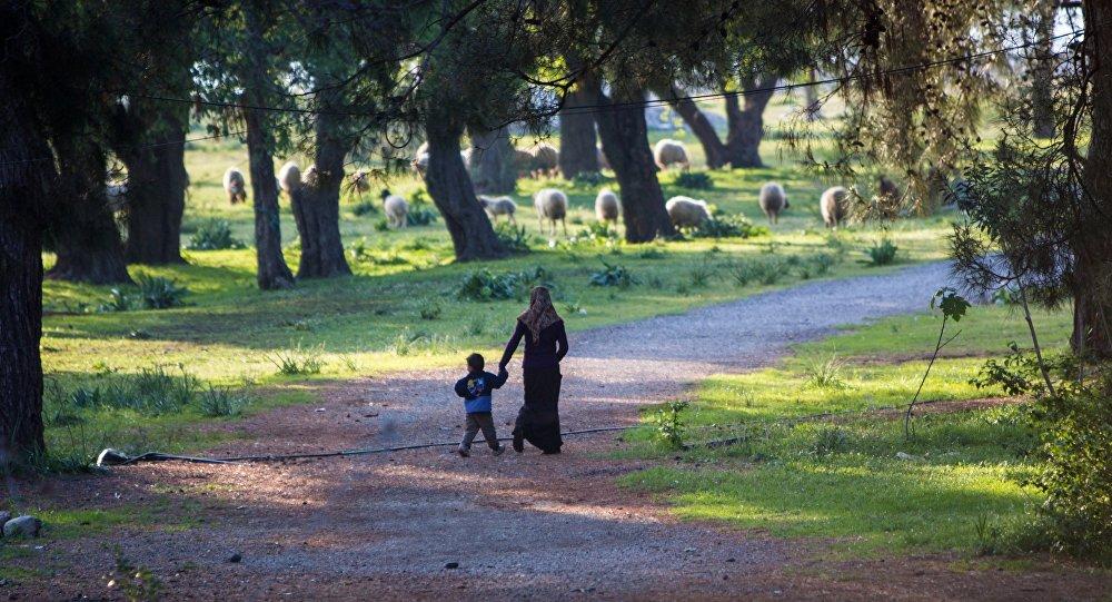 Femme et enfant dans la province de Latakia