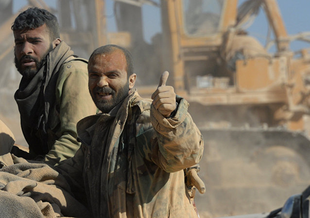 L'armée syrienne et des miliciens à Al-Qaraytayn