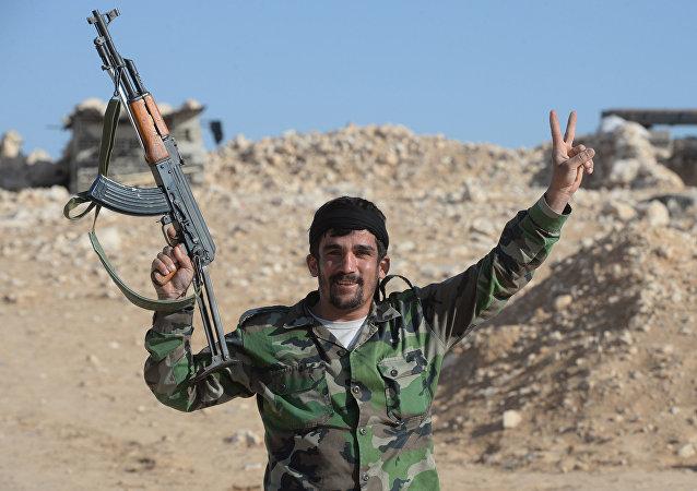 Plus de 200 hommes déposent les armes à Homs