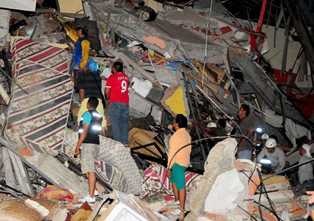 Equateur: violent séisme de magnitude 7,8