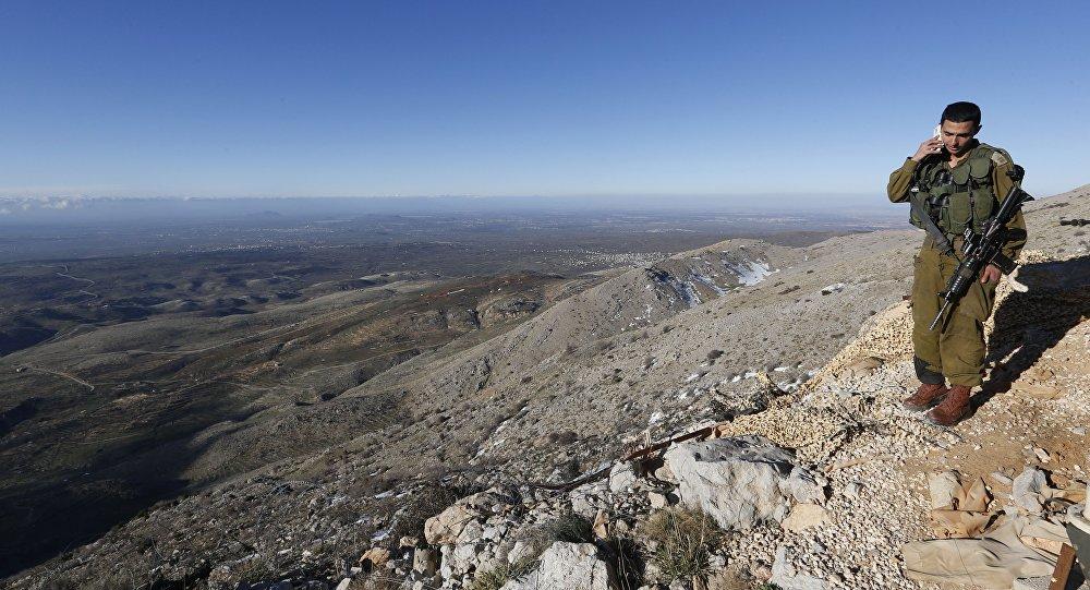 Plateau du Golan. Soldat israélien à la frontière avec la Syrie