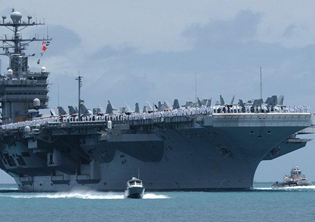 Le porte-avions nucléaire USS John C.Stennis
