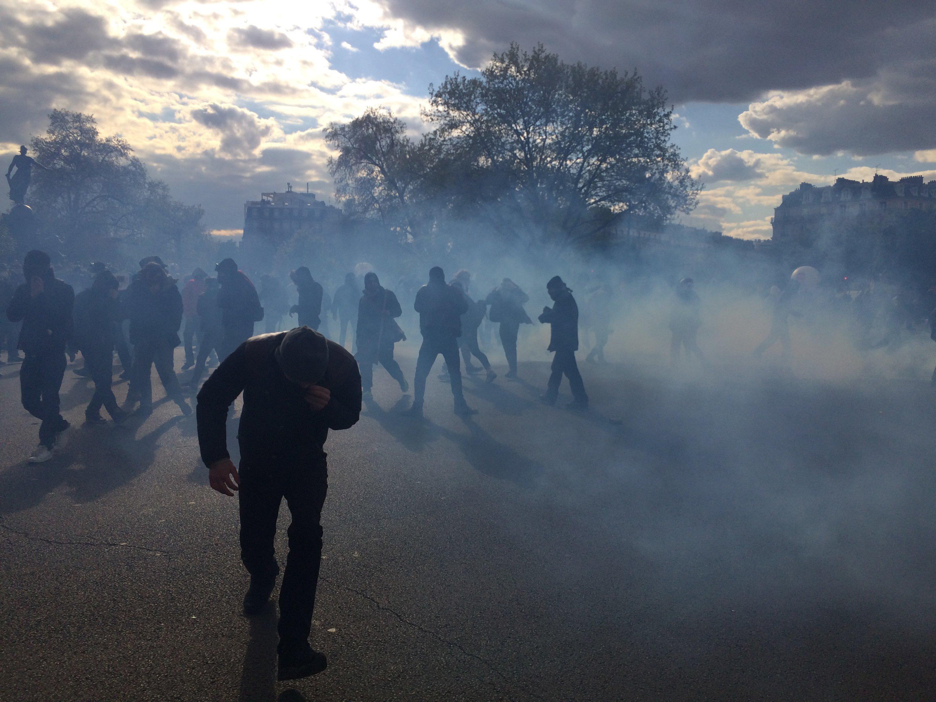 Affrontements entre casseurs et forces de l'ordre, place de la Nation