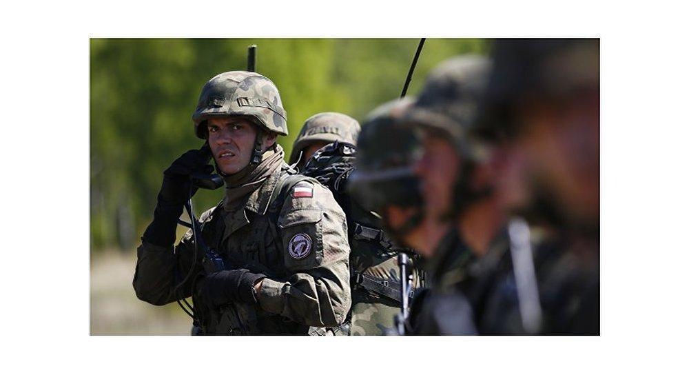 Tempête de printemps en Estonie comme la démonstration de la puissance militaire de l'Otan. Expert militaire