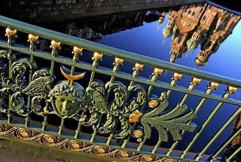 Un pont franchissant la Néva.
