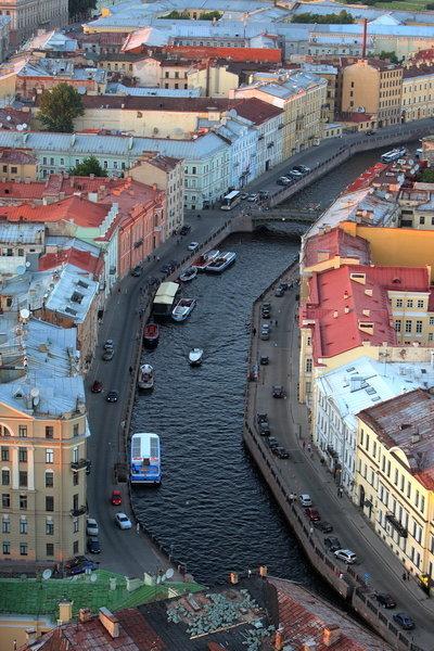 Les canaux. On peut admirer la ville à pied, tout comme sur des bateaux-mouches.