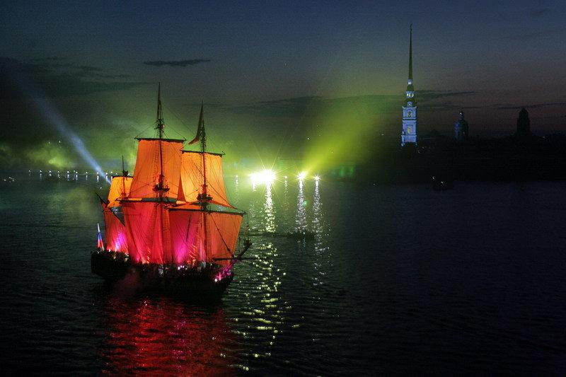 Les voiles écarlates. Une célèbre fête se déroulant lors du festival des nuits blanches.