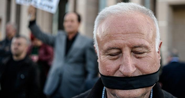 Purges en Turquie: plus de 100 médias fermés