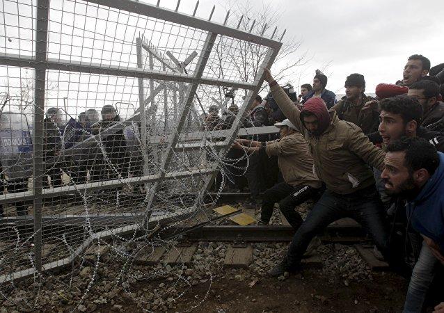 Migrants à la frontière gréco-macédonienne. Photo d'illustration