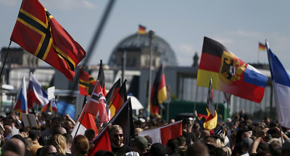 Des milliers de manifestants anti-Merkel à Berlin