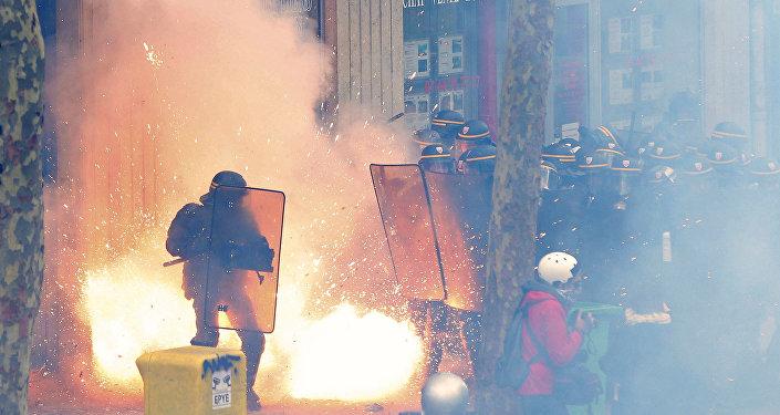 Les CRS lors d'une manifestation contre la Loi travail à Paris
