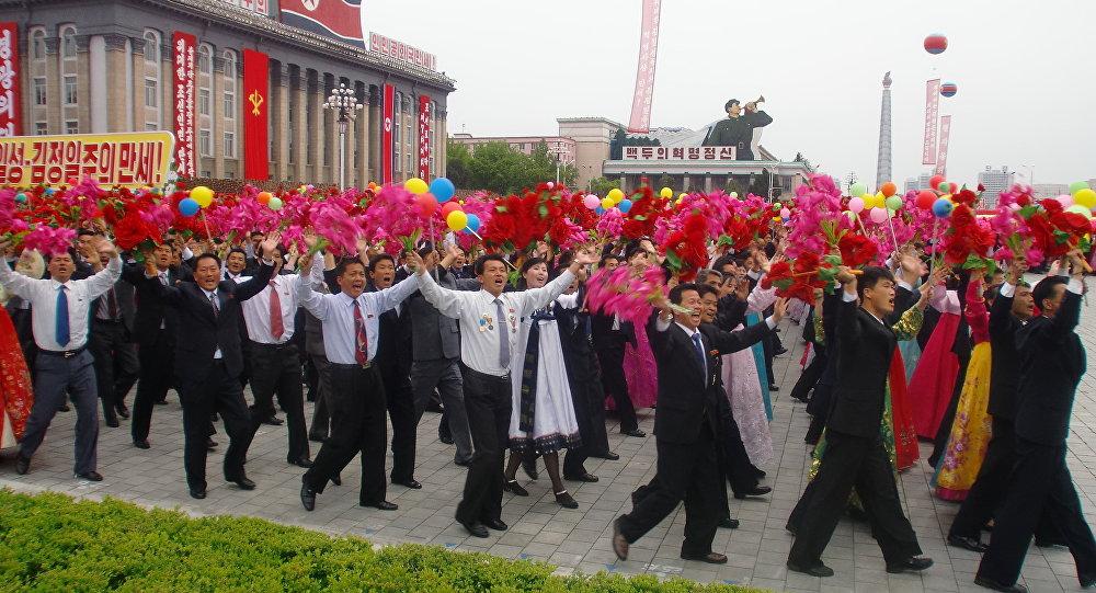 La démonstration dans les rues de Pyongyang