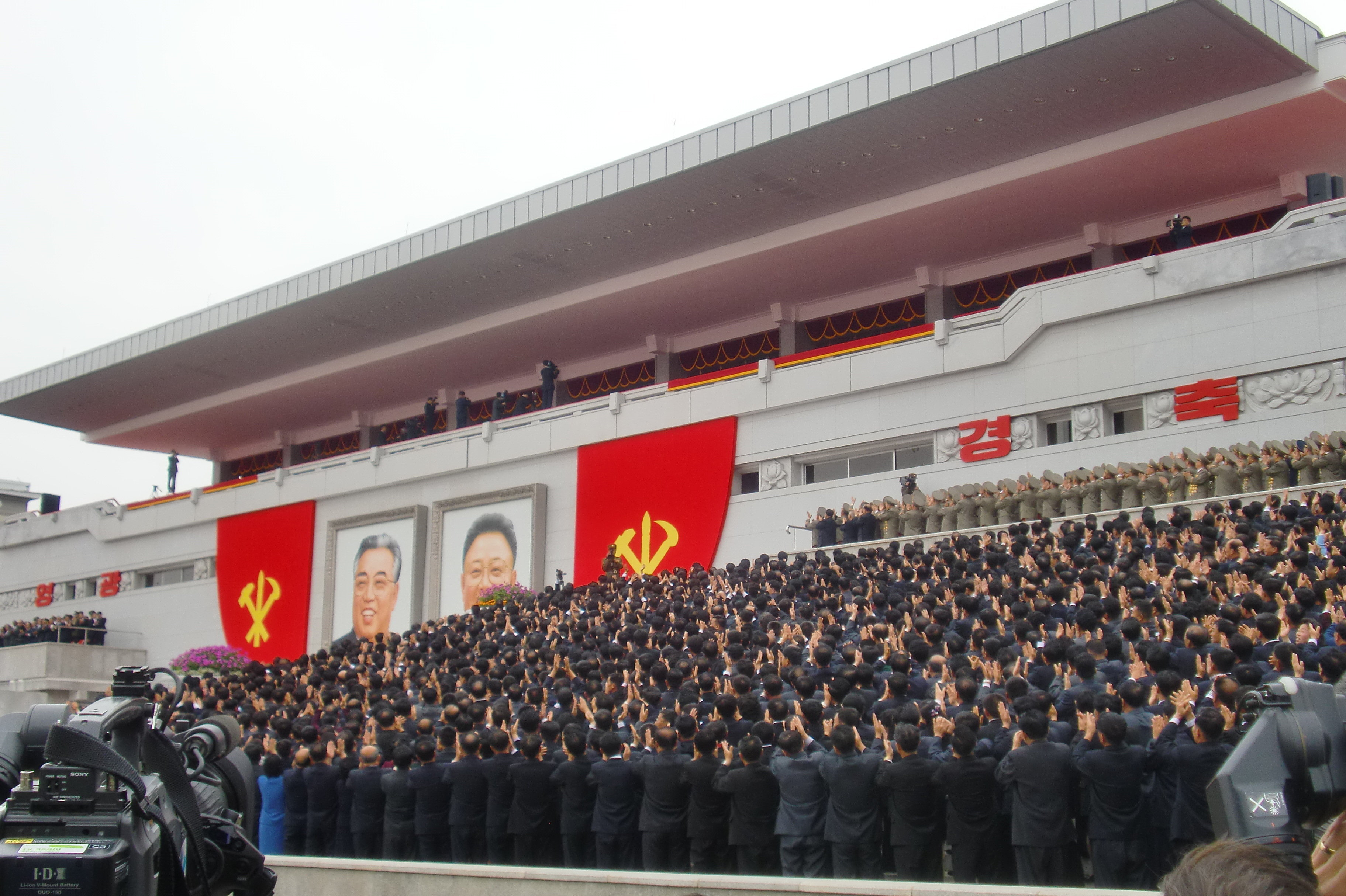 Kim Jong-un est apparu à la tribune