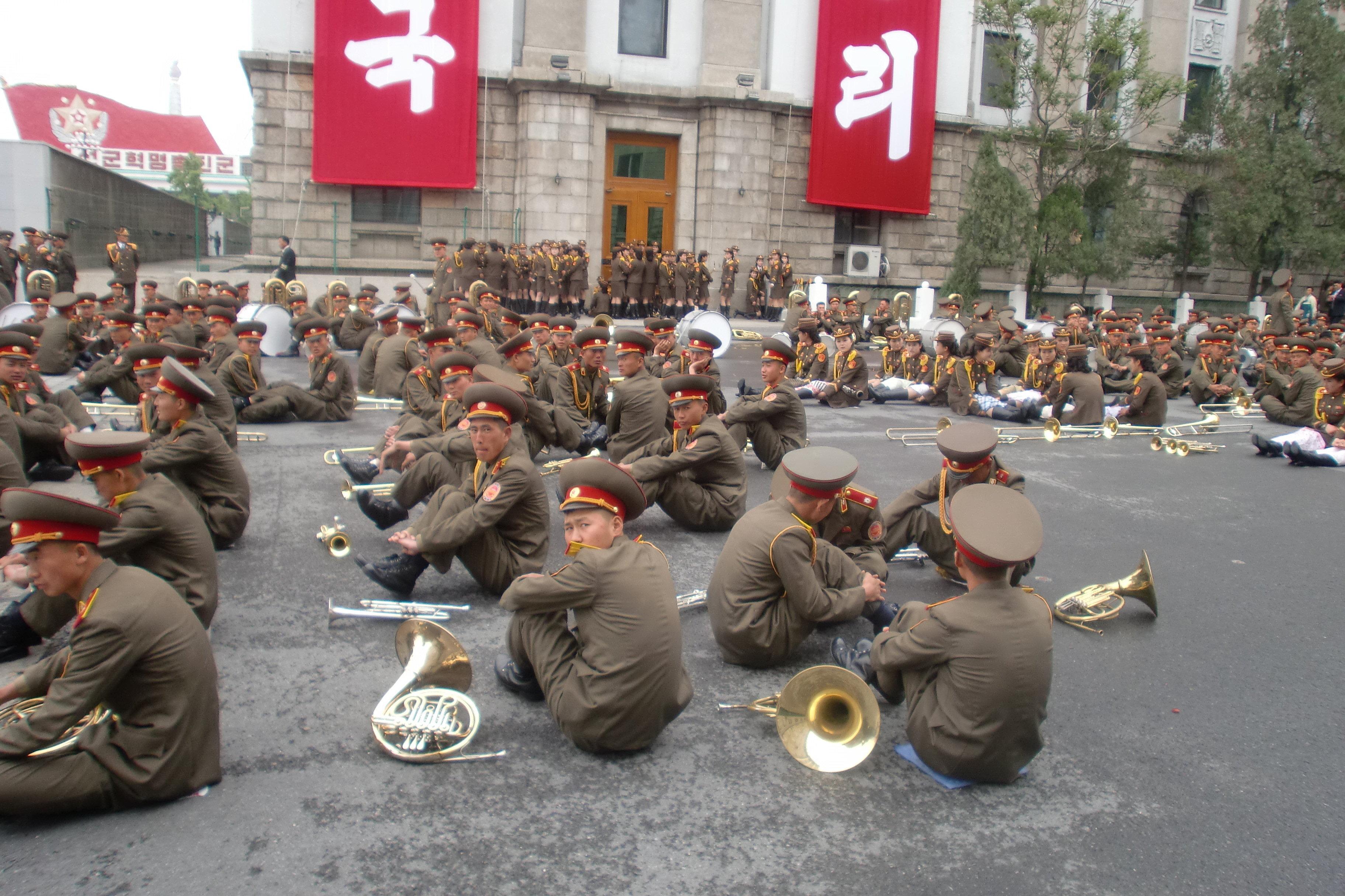 Les membres d'un orchestre militaire nord-coréen