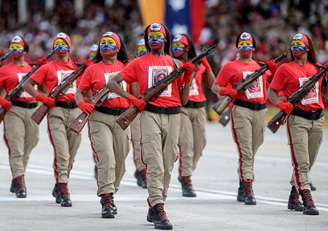 Femmes militaires vénézuéliennes lors d'un défilé