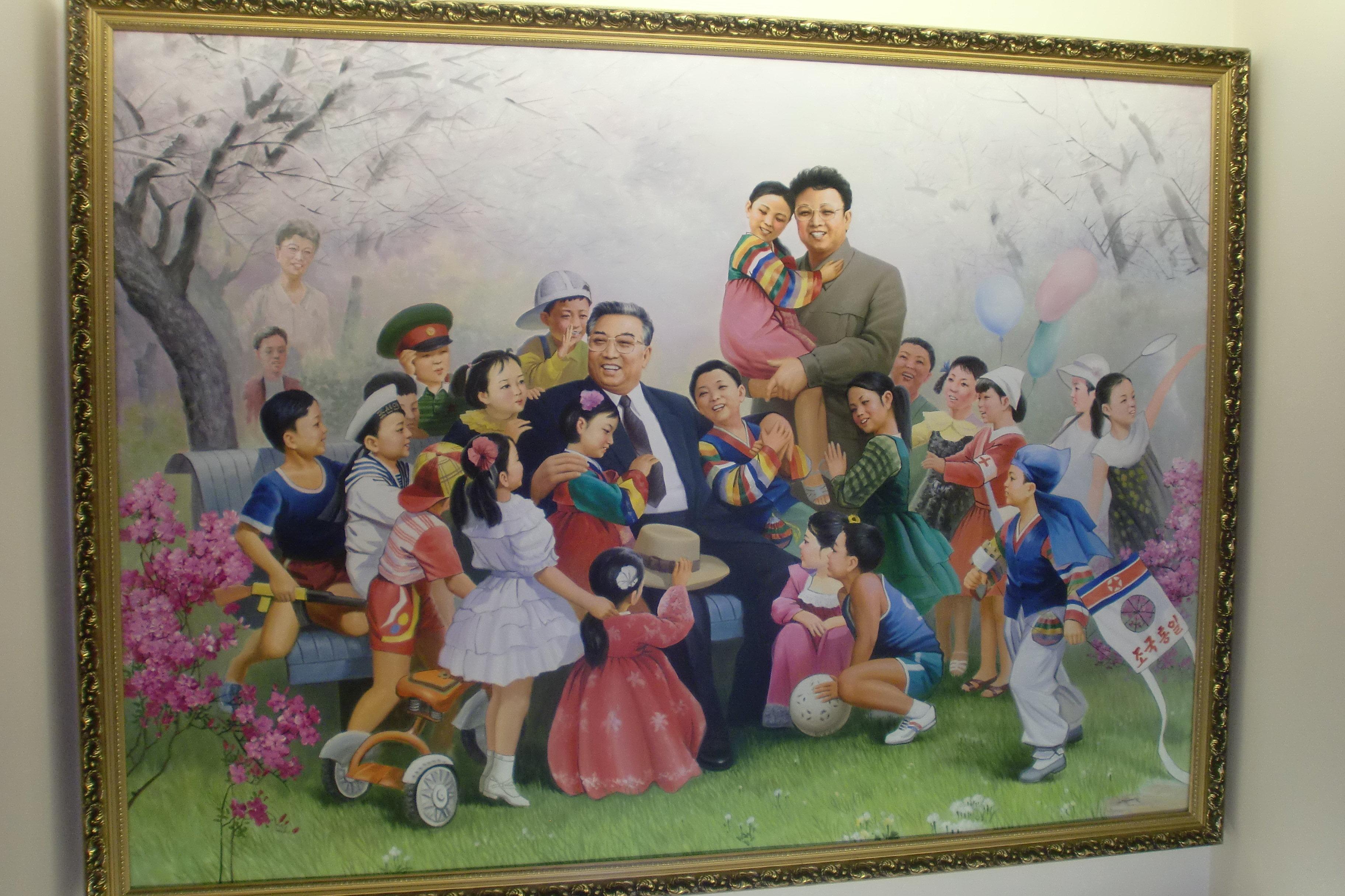 Le tableau ornant un mur dans le jardin d'enfants d'une fabrique de soie à Pyongyang