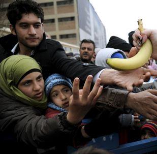 Distribution de norriture dans un camp de réfugiés